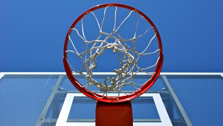 Os Lakers vencem os Cavs em probabilidades para o campeonato NBA